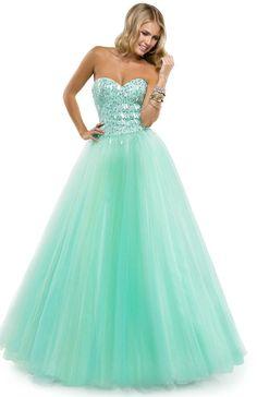 Mint ballgown with sequined bodice | Flirt Prom #flirtprom #green #stpatricksday #fashion