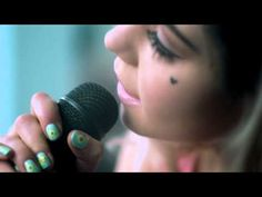 ▶ Marina And The Diamonds - Primadonna[Acoustic] - YouTube