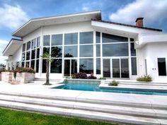 Peek inside the homes of Sandra Bullock, Jim Carrey