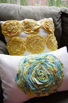 DIY rosettes....on pillows!  Super cute!