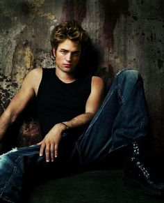 Robert Pattinson -nice! books, robert pattinson, discos, girlfriend, twilight, edward cullen, fireworks, blog, john stamos