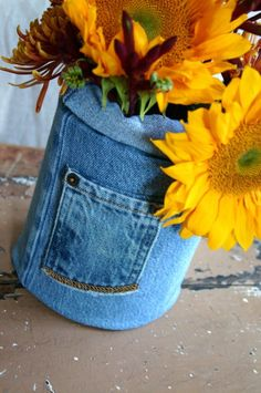 An coffee can wrapped in discarded denim jeans makes for a sweet summer look that is obviously perfect with sunflowers. craft vase, jean recycle, repurpos jean, denim crafts, add lace to jeans, old jeans