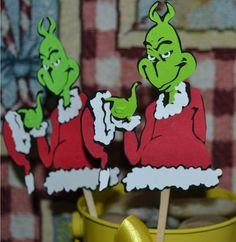 grinch cupcak, cupcak topper, themed cupcakes, grinch christma, holiday idea, parti idea, grinch stole christmas theme, grinch parti, cupcake toppers