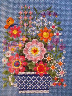 Flower bouquet cross stitch simple design