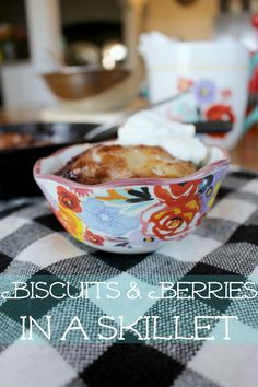 Biscuits & Berries i
