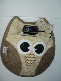 coruja porta carregador de celular