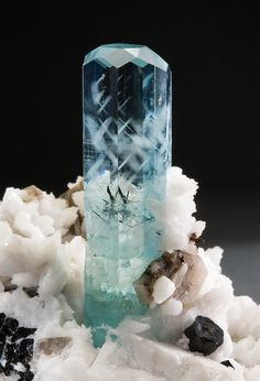 Beryl var. Aquamarine / Braldu Valley, Pakistan