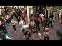 Christmas and Dancing Flash Mob - great mashup!