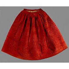 Time for the quilted petticoats & great coats! Red satin-woven worsted petticoat, hand-quilted with silk thread, wool batting, 1758. Connecticut Historical Society. I would wear this tomorrow with tights, black boots & cropped sweater. You?