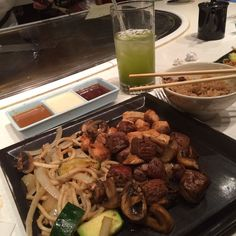 Iced green tea, chicken and steak, udon noodles, zucchini, onions, mushrooms, rice, 3 dipping sauces.