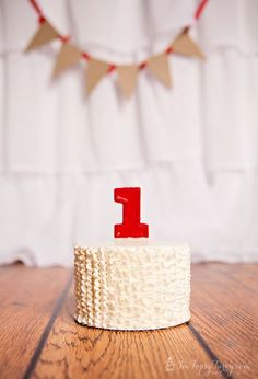 Im Topsy Turvy: Ruffled Buttercream Birthday Smash Cake #cake #buttercream #smashcake