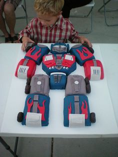 Transformers Birthday Cake - YES! My cup of tea and Lukas would LOVE THIS!!!!