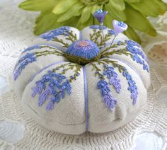 Beautiful pincusions on fiberluscious: Lavender and Daisies Pincushion Details