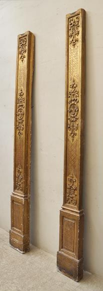 This pair of antique oak gilt pilasters was made in the 18th century. The two pillars are richly adorned with decorative elements carved in low relief. 294high