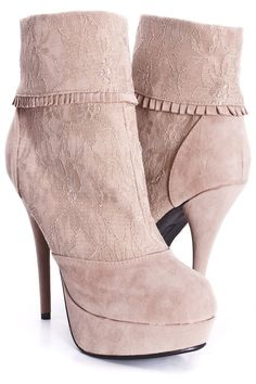 NUDE LACE ANKLE BOOTIES