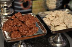 White and Milk Chocolate Peanut Clusters