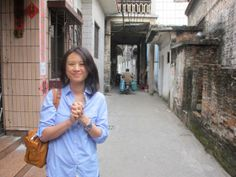 During a visit to a farming village in Guangdong Province, China, Toh Ho Eng wears her new #Rolex #Submariner Two-Tone in gold and steel, with a blue dial.