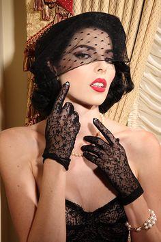 Secrets In Lace Black Lace Shorty Glove