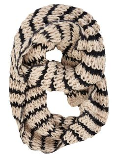 black and white chunky knit scarf