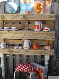 Garden shelves from old pallet wood