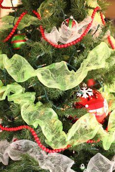 QUILT BARN: Dollar Store Christmas Tree Garland