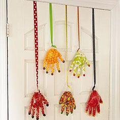 Halloween crafts: Candy Hands