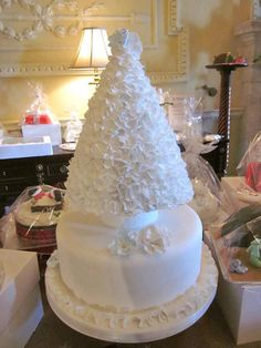 Christmas tree themed wedding cake, combining two of my favorite things...