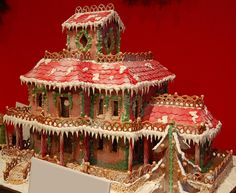 gingerbread houses pictures | 10 Clever Gingerbread Houses (Pictures & Designs)