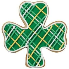 Wilton: example of decorated Plaid Shamrock Cookie