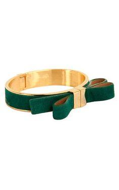 emerald bow bracelet // vince camuto #coloroftheyear