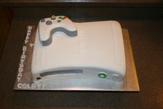 Xbox Cake by:  http://www.facebook.com/BeeSweetConfections
