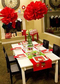 "A fun modern Christmas party ""kids"" table! | #christmas #xmas #holiday #decorating #decor"