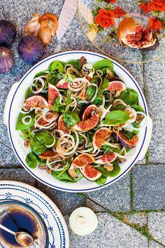Feigen, Kastanien-und Zwiebel-Salat Fig, chestnut and onion salad.