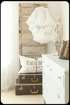 Sis, you should hang your petticoat like this.