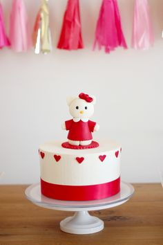 This sweet Hello Kitty cake was just perfect! Source: Gloria Wong Design