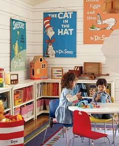 Playroom inspiration  niedrige regale