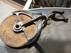 BEAUTY! Antique Cast Iron Well Barn Rope Pulley Hudson Mfg Mall 827 M