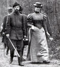 Nikolay II and his wife Alexandra on the hunting , 1915