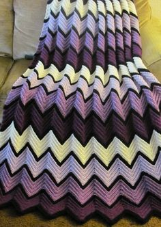 If I have a girl I'd love my aunt to make me a baby blanket like this!