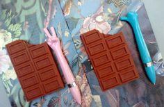 Anotador con forma y olor de chocolate, 10x6,5 cm. $45