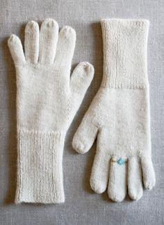 Aw... look at the ring (gem) knitted on one of the fingers. Whit's Knits: Gem Gloves