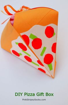 DIY Gift Box that looks like a pizza! Made from a used envelope!   #pizza