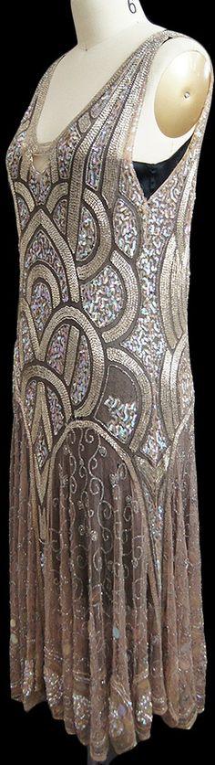 Art Decó rose gold dress ~ Beads and sequins ~ 1920's