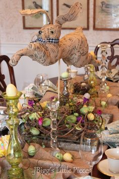 JBigg's Little Pieces: Easter Dining  http://jbiggslittlepieces.blogspot.com/2013/03/easter-dining.html