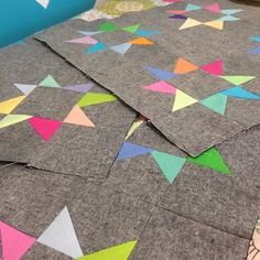 stars gray background, color combos, star quilts, grey quilts, quilt blocks, beauti star, gori gori, jean quilts, grey background