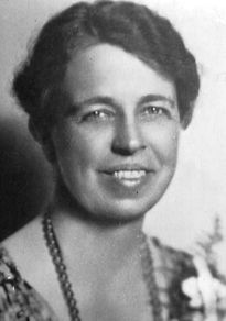 Eleanor Roosevelt gradually found the determination to abandon traditional roles in favor of political and reform work. She joined the League of Women Voters, worked with trade union women, and pressed for women's causes within the Democratic Party.