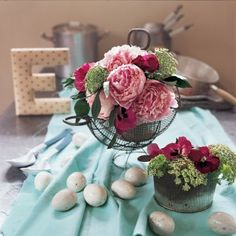 Un bouquet dans un panier à œufs / Easter http://www.marieclaireidees.com/,un-lapin-en-tissus-japonais,2610153,2032.asp