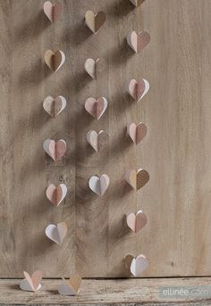 DIY: pink and gold paper heart garland