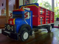 El Salvador - la troca, una artesania en madera hecha a mano de Cojutepeque / Handmade wood truck from Cojutepeque / suchitoto.tours@gmail.com