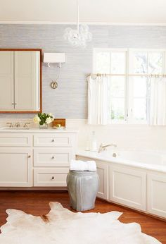 Blue-and-White-Bathroom-Space